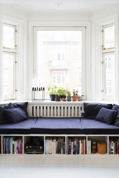 Cool indretning for få kroner Small Living, Living Area, Living Spaces, Diy Sofa, Dining Room Furniture, Living Room Designs, Bedroom Decor, House Design, Decoration