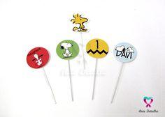 ATENÇÃO: todos os nossos produtos são personalizados e feitos sob encomenda. Verifique sempre o prazo de produção na hora de fazer o seu pedido!    --------------------------------------------------------------------------    Kit de toppers no tema Snoopy, contendo toppers redondos e em recorte e...