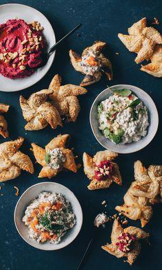 Joulutortut suolaisella täytteellä   Maku Yule Traditions, Japanese Interior Design, Cafe House, Palak Paneer, Finger Foods, Food Inspiration, Tapas, Bakery, Curry