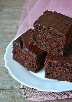 Il sapore dolce di cioccolato in questa ricetta è spezzato con la nota acida delle ciliegie. Grazie alla aggiunta della frutta il dolce ...