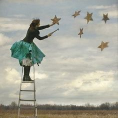 hang the stars. [I can see me as a bit of a wacky old woman hanging stars. Poesia Visual, Hanging Stars, Star Sky, Illustrations, Vintage Girls, Little Star, Stars And Moon, Belle Photo, Kitsch