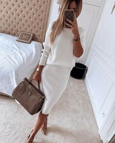 Mode White's Back-And Beautiful Long a favorite warm weather color choice, white is this season's mu Top Fashion, Fashion Mode, Fashion 2020, Modest Fashion, Womens Fashion, Fashion Trends, Fashion Tips, Luxury Fashion, Classy Outfits