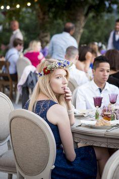 Aurélie & Julien - Mariage bleu et fleuri dans le Vercors - photos : #garanceetvanessa couronne de fleurs
