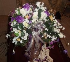 The crescent shaped bridal bouquet is just what  some brides need and want...