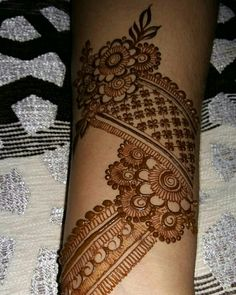 In progress 🍃 Ps: sorry for bad lighting! Modern Henna Designs, Indian Henna Designs, Full Hand Mehndi Designs, Henna Art Designs, Stylish Mehndi Designs, Mehndi Designs For Beginners, Mehndi Designs For Girls, Wedding Mehndi Designs, Mehndi Designs For Fingers