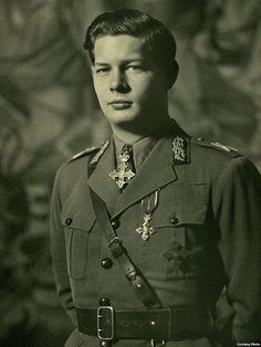 King Michael of Romania, Royal Photography, Vintage Photography, Michael I Of Romania, Romanian Royal Family, Peles Castle, Grand Duchess Olga, Central And Eastern Europe, Queen Mary, Boy Photos