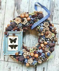 Laura Virág Wreaths And Garlands, Xmas Wreaths, Autumn Wreaths, Easter Wreaths, Moss Wreath, Diy Wreath, Handmade Home, Handmade Crafts, Christmas Candle Decorations