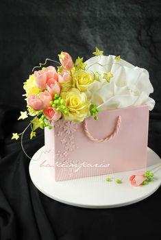I love this pink shopping bag cake! Gorgeous Cakes, Pretty Cakes, Cute Cakes, Amazing Cakes, Unique Cakes, Creative Cakes, Fondant Cakes, Cupcake Cakes, Mini Cakes
