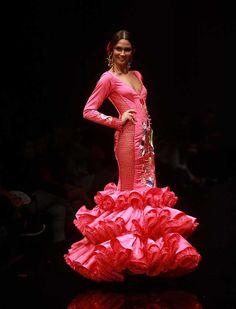 Rosapeula Moda Flamenca presenta «Soy del Sur», una colección inspirada en Andalucía, en los colores de sus calles, en sus costumbres más arraigadas y en su gente (Foto: Rocío Ruz)