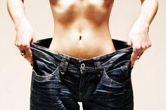 Aquí tienes la manera fácil de reducir la circunferencia de tu vientre en un tiempo récord. Esta receta transforma el agua ordinaria en una bebida que puede hacer maravillas para tu salud. Casi no contiene calorías yayudará también a mejorar la digestión.\r\n[ad]\r\nEs cierto que puedes responder a las exigencias de la hidratación de tu cuerpo tomando a diario 8 vasos de agua.Sin embargo, existen otras cosas que deben preocuparte: el equilibrio de tu líquido corporal(electrolito) y la…
