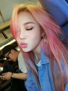 asian girls with light hair doesn 39 t have the sa asian girls with Hair Lights, Light Hair, Trendy Hairstyles, Girl Hairstyles, Cheveux Oranges, Hair Color Asian, Blonde Asian, Asian Ombre, Super Hair