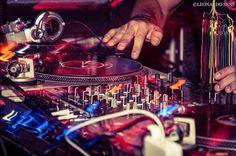 Hoje comando a pista da @breakingrulesmiroir até 1:30AM na melhor quarta do Rio!  E o convidado da semana é o bagunceiro @djallesouza que explodiu a @miroirclub última vez que foi lá com o melhor do funk de verdade! Sem mamãezada!!    @djloraooficial @djmondraga @freedvianna  #turntable #turntables #turntablism #mk2 #mkII #technics #hiphop #twerk #trap #blackmusic #pioneer #serato #seratodj #skratchlive #skratch #scratch #redbull3style #redbullthre3style by nicholasbastosnb…