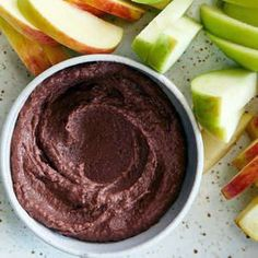 Dessert Hummus Is Actually Amazing—Here's How to Make It in Minutes - - Dessert hummus may sound strange, but the creamy chocolatey spread tastes decadent—and packs nutrients too. Chocolate Hummus, Dark Chocolate Recipes, Healthy Chocolate, Chocolate Desserts, Dessert Hummus Recipe, Dessert Recipes, Sugar Free Desserts, Desserts To Make, Cheesecake Desserts