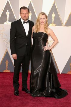 12 Photos of Leonardo DiCaprio and Kate Winslet at the Oscars That Will Ruin You Kate Winslet Oscar, Kate Winslet And Leonardo, Leonardo Dicaprio Kate Winslet, Titanic Kate Winslet, Leonardo Dicaprio Oscar, Leonardo Dicaprio Movies, Leonardo Dicapro, Kate Winslate, Queen Kate