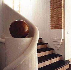 beautiful stair detail by Alberto Pinto . Interior Stairs, Interior Exterior, Modern Interior, Architecture Details, Interior Architecture, Beautiful Stairs, Stair Handrail, Railings, Stair Detail