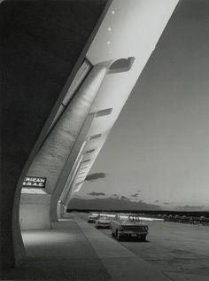 star track building! Dulles International Airport terminal by Eero Saarinen
