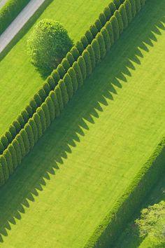 aerial view of hedges in the Hamptons Formal Gardens, Outdoor Gardens, Landscape Architecture, Landscape Design, Backyard Fences, Farm Fence, Garden Fences, Fence Art, Pool Fence