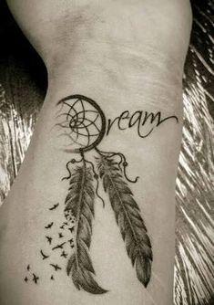 Resultado de imagen para tatuajes de atrapasueños hombres