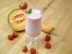 Erdbeer - Cantaloupeshake mit Mandelmilch vegan