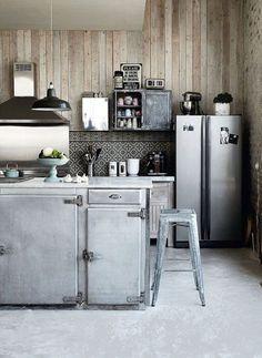 Cuisine Rustique Grise : [23] idées de cuisines rustiques en PHOTOS >> http://www.homelisty.com/cuisine-rustique/  #cuisine #rustique