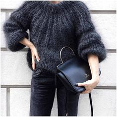 Black knit by Joy Adams - pic from 🖤 - Sweaters Looks Street Style, Looks Style, Mode Crochet, Knit Crochet, Knit Fashion, Look Fashion, Autumn Fashion, Cardigans Crochet, Mohair Sweater