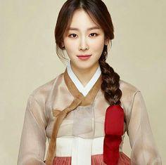 Korean Fashion – How to Dress up Korean Style – Designer Fashion Tips Traditional Hairstyle, Korean Traditional Dress, Traditional Fashion, Traditional Wedding, Traditional Dresses, Korean Dress, Korean Outfits, Seo Hyunjin, Orientation Outfit