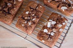 I really want to try this recipe out : ] And that mini-loaf bread pan is awesome! Mini Loaf Cakes, Mini Bread Loaves, Mini Loaf Pan, Bread Head, Pan Bread, Breakfast Bars, Apple Breakfast, Dessert Recipes, Desserts