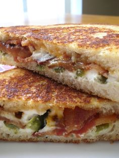 Jalapeno Popper Grilled Cheese - Mix cream cheese, bacon & chopped jalapenos together then grill.this would be fat kid snack! Think Food, I Love Food, Food For Thought, Good Food, Yummy Food, Soup And Sandwich, Sandwich Recipes, Grill Sandwich, Sandwich Ideas