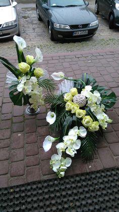 Wszydtkich świętych Church Flowers, Funeral Flowers, Fall Flowers, Exotic Flowers, Funeral Flower Arrangements, Christmas Floral Arrangements, Grave Decorations, Flower Decorations, Casket Flowers