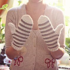 Crocheting: Striped Mittens