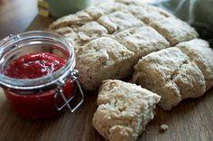 Nystekte scones til frokost Scones, Bread, Food, Baking Soda, Meals, Breads, Bakeries, Yemek, Patisserie