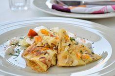 Saure Palatschinken sind eine herrliche Abwandlung, der normalen, süßen Palatschinke. Ein unglaubliches #Rezept zum Nachkochen!
