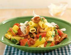 Rezept für Pfifferling-Tomaten-Nudeln bei Essen und Trinken. Ein Rezept für 2 Personen. Und weitere Rezepte in den Kategorien Gemüse, Kräuter, Nudeln / Pasta, Pilze, Hauptspeise, Braten, Kochen, Einfach, Vegetarisch, Vegan.