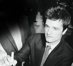 Josh Hutcherson The Hunger Games: Catching Fire Premiere Josh Hutcherson, Beautiful Boys, Gorgeous Men, Beautiful People, Hunger Games Catching Fire, Liam Hemsworth, Cute Actors, Mockingjay, Jennifer Lawrence