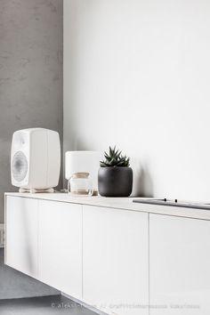 Vaneria ja korkkia // Tv-tason tuunaus & Ikean uutuudet | Aleksi-R // Grafiitinharmaassa kaksiossa | Bloglovin' Home Living Room, Ale, Kitchen Cabinets, Storage, Simple, Pots, Furniture, Home Decor, Purse Storage