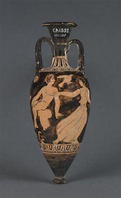 Worst Painter   Amphorisque à figures rouges  Vers 425 - 400 avant J.-C.  Athènes ou Grèce du Nord H. : 18,20 cm. ; D. : 7 cm.  Face A : Jeune homme assis et femme. Face B : Jeune homme nu assis.