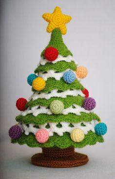 amazing crochet Christmas tree