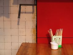 china--guangdong--shenzhen--still-life--table--red--dong-men-area--daytime--street--sunshine--warm--2015-04-20--ribba