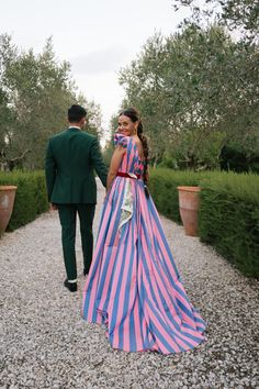 Jewelry Designer Caitlin Mociun Wore Bold Stripes for Her Puglia Wedding: The couple asked their friends to wear bright colors and patterns for their intimate Italian ceremony. Carolina Herrera Dresses, Estilo Fashion, 80s Fashion, Fashion Trends, Mode Chic, Pink Tulle, Bold Stripes, Bridal Looks, Sequin Dress