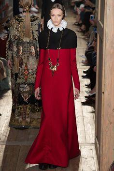 Sfilata Valentino Parigi - Alta Moda Autunno-Inverno 2016-17 - Vogue