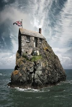 Suzy Grange - Google+ - the real-life hut-on-the-rock!!!!