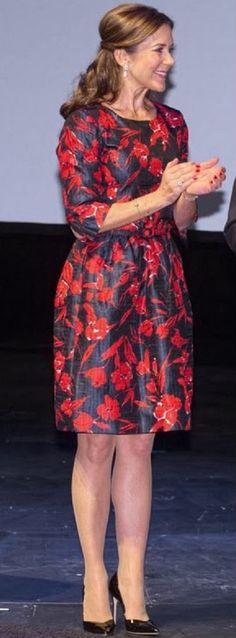 Crown Princess Mary in Oscar de la Renta dress during a ceremony at the royal Theatre in Copenhagen, 04.02.14