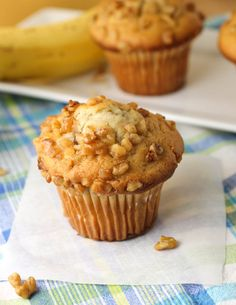Citronlimette | Banana Nut Muffins with Oatmeal Streusel: because muffins that rise a lot are the prettiest, and these seem to do just so ♪~♪ it kind of rose (I think I under-baked), but it was not the pretty golden color advertised....