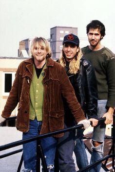 Kurt Cobain, Dave Grohl and Krist Novoselic - October 1990 Dave Matthews Band, Quentin Tarantino, Jimi Hendricks, Grunge, Donald Cobain, Nirvana Kurt Cobain, Dave Grohl, Wes Anderson, Foo Fighters