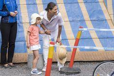 La princesse Victoria de Suède et sa fille la princesse Estelle à Solna, le 11…