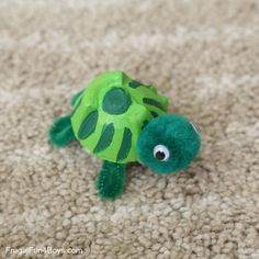 Egg Carton Turtle Craft…egg carton, pom poms, pipe cleaners, and googly eyes. Fun Crafts For Kids, Toddler Crafts, Preschool Crafts, Activities For Kids, Arts And Crafts, Paper Crafts, Physical Activities, Reptiles Preschool, Cardboard Crafts