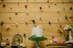 Domingo passado aconteceu o Chá de Flores da nossa bebezinha. Claro que eu não poderia deixar de compartilhar aqui com vocês! O tempo tem passado tão rápido, não é mesmo? Há 2 anos eu dividia os detalhes do casamento, os preparativos… e agora o meu mundo ...