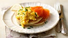 Buckwheat blinis with scrambled egg and smoked salmon. Treat a loved one to breakfast in bed with these decadent pancakes topped with creamy scrambled egg and smoked salmon. Crepes, Brunch Recipes, Breakfast Recipes, Brunch Ideas, Smoked Salmon Breakfast, Fodmap Breakfast, Nutritious Breakfast, Waffles, Buckwheat Recipes