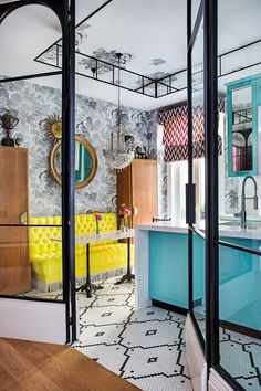 I get butterflies for interiors with a bold take on color. This home in Madrid, belonging to designer, Luis García Fraile has me droo. Wood Painting Art, Cheap Apartment, Bohemian Style Bedrooms, Blue Pictures, Gothic Accessories, Design Studio, Architect Design, Living Room Bedroom, Elle Decor