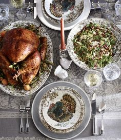 Traditional Thanksgiving table | 3 festive styles that capture the essence of Thanksgiving's bounty.